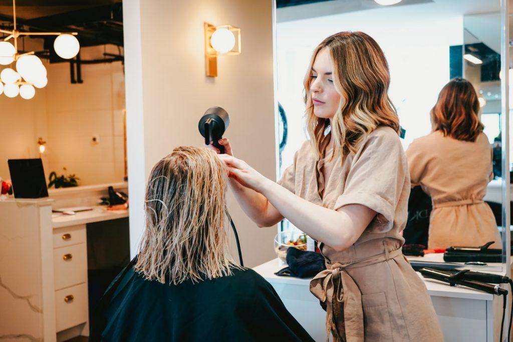 Ideas para fidelizar clientes en tu peluquería y centro de estética